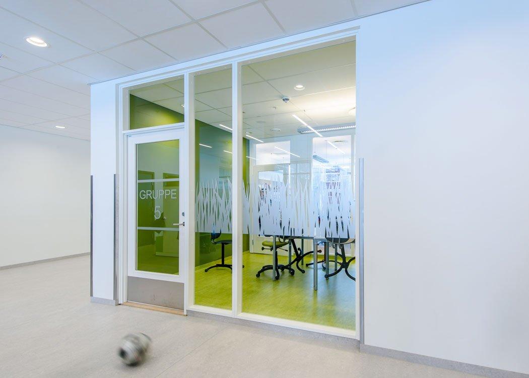Glassvegger i klasserom