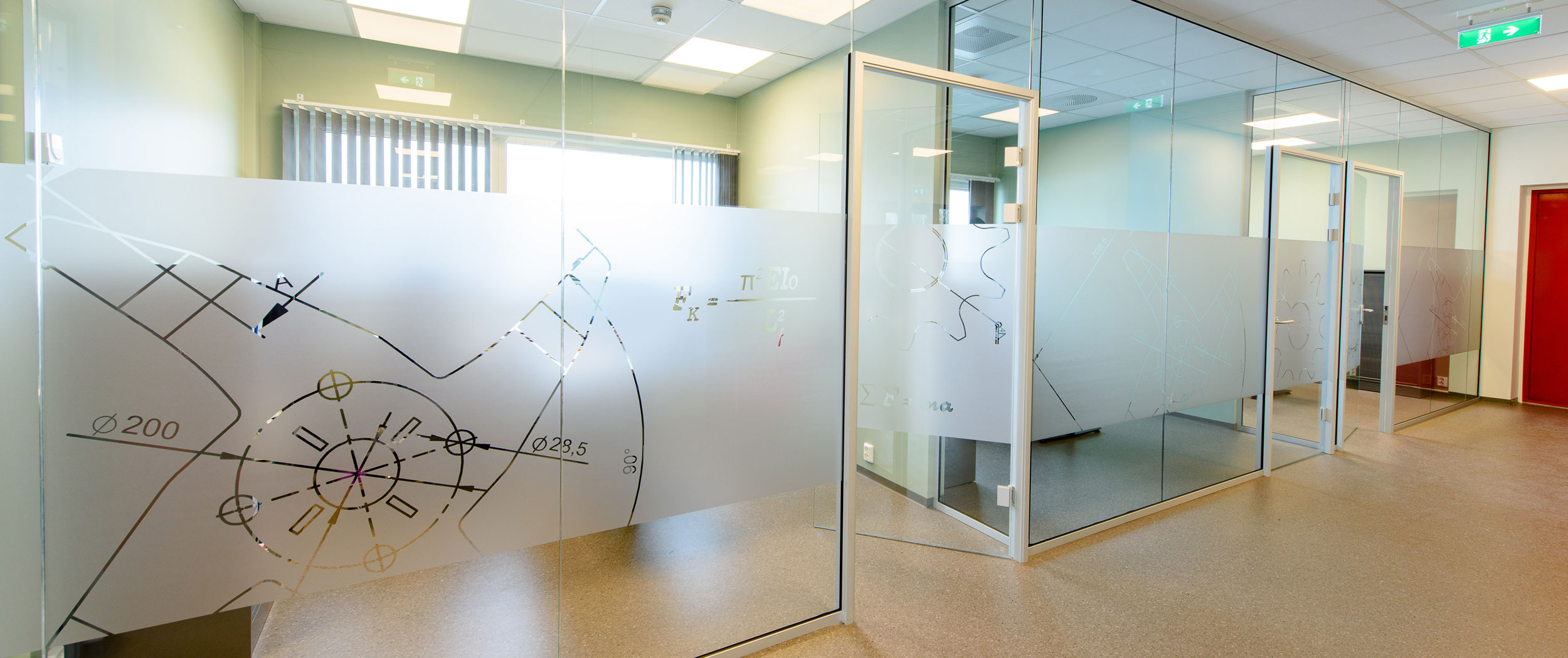 Innredning med fullglassvegger