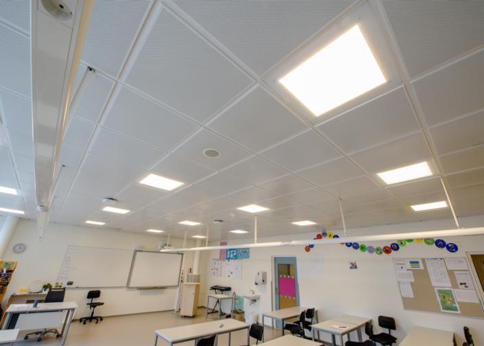 Lyddempende himling i klasserom